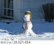 Купить «Снеговик на территории монастыря», эксклюзивное фото № 28021854, снято 2 марта 2011 г. (c) lana1501 / Фотобанк Лори