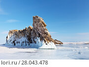 Купить «Lake Baikal. Beautiful rocky island Ogoy on a winter sunny day. Cape Dragon - a natural landmark and a place of tourist excursions», фото № 28043478, снято 11 февраля 2018 г. (c) Виктория Катьянова / Фотобанк Лори