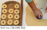 The cook makes billets for baking. Стоковое видео, видеограф Tatiana Kravchenko / Фотобанк Лори
