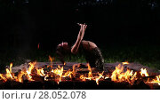 Купить «Pretty girl is performing fire dance in the night», видеоролик № 28052078, снято 3 июня 2016 г. (c) Алексей Кузнецов / Фотобанк Лори