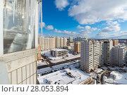 Купить «Icicles hang on balcony of house», фото № 28053894, снято 21 февраля 2018 г. (c) Володина Ольга / Фотобанк Лори