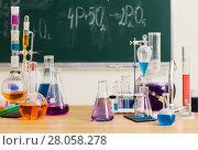 Купить «Glass flasks with multi-colored liquids at the chemistry lesson», фото № 28058278, снято 17 февраля 2018 г. (c) Майя Крученкова / Фотобанк Лори