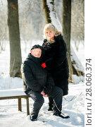 Купить «Счастливая пара. Взрослые мужчина и женщина среднего возраста сидят на лавочке зимой в парке», эксклюзивное фото № 28060374, снято 23 января 2018 г. (c) Игорь Низов / Фотобанк Лори