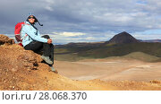 Купить «Girl sitting on top of a mountain enjoying a spectacular view of the Icelandic landscapes», видеоролик № 28068370, снято 25 сентября 2017 г. (c) Алексей Кузнецов / Фотобанк Лори