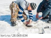 Winter fishing (2009 год). Редакционное фото, фотограф Павел Воробьев / Фотобанк Лори