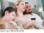Купить «Spouses relaxing together near sleeping son», фото № 28070418, снято 12 ноября 2017 г. (c) Яков Филимонов / Фотобанк Лори