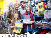 Купить «Family choosing stationery in store», фото № 28070678, снято 21 марта 2018 г. (c) Яков Филимонов / Фотобанк Лори