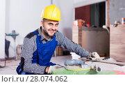 Купить «Male worker is preparing for repair in the room», фото № 28074062, снято 3 июня 2017 г. (c) Яков Филимонов / Фотобанк Лори