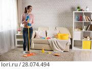 Купить «young woman tucks into a house», фото № 28074494, снято 24 января 2018 г. (c) Типляшина Евгения / Фотобанк Лори