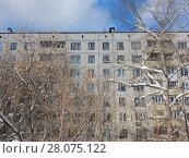 Купить «Девятиэтажный четырёхподъездный панельный жилой дом серии II-49П (1967 год). Щёлковское шоссе, 92, корпус 2. Район Северное Измайлово. Москва», эксклюзивное фото № 28075122, снято 21 февраля 2018 г. (c) lana1501 / Фотобанк Лори