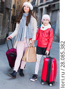 female and child girl going with baggage. Стоковое фото, фотограф Яков Филимонов / Фотобанк Лори