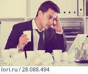 Купить «Businessman working in hot office», фото № 28088494, снято 20 апреля 2017 г. (c) Яков Филимонов / Фотобанк Лори