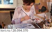 Купить «Caucasian woman artist drawing picture in art studio, tilt up video shot», видеоролик № 28094370, снято 23 января 2016 г. (c) Алексей Кузнецов / Фотобанк Лори