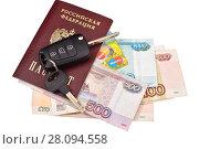Купить «Автомобильные ключи, паспорт, банковские карточки и деньги», эксклюзивное фото № 28094558, снято 23 февраля 2018 г. (c) Юрий Морозов / Фотобанк Лори