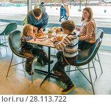 Купить «Кафе музея Гараж   в парке Горького», эксклюзивное фото № 28113722, снято 24 февраля 2018 г. (c) Виктор Тараканов / Фотобанк Лори