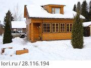 Купить «Wooden country cottage among snow, car near it at winter day», фото № 28116194, снято 25 февраля 2017 г. (c) Losevsky Pavel / Фотобанк Лори