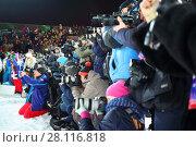 Купить «MOSCOW - FEB 13, 2016: Photographers at World Cup FIS Freestyle at night in Krylatskoye», фото № 28116818, снято 13 февраля 2016 г. (c) Losevsky Pavel / Фотобанк Лори