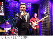 Купить «MOSCOW - OCT 19, 2016: Singer Alex Zardinov performs in Jazz club Cinema in Olympiс», фото № 28116994, снято 19 октября 2016 г. (c) Losevsky Pavel / Фотобанк Лори