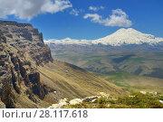 Купить «Elbrus», фото № 28117618, снято 5 июня 2017 г. (c) александр жарников / Фотобанк Лори