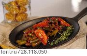 Купить «Cooked vegetables in a frying pan», видеоролик № 28118050, снято 16 февраля 2018 г. (c) Илья Шаматура / Фотобанк Лори