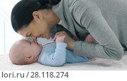 Купить «Mother loves her baby», видеоролик № 28118274, снято 21 февраля 2018 г. (c) Илья Шаматура / Фотобанк Лори
