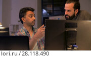 Купить «creative team with computer working late at office», видеоролик № 28118490, снято 29 января 2018 г. (c) Syda Productions / Фотобанк Лори