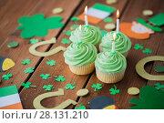 Купить «green cupcakes and st patricks day decorations», фото № 28131210, снято 31 января 2018 г. (c) Syda Productions / Фотобанк Лори