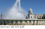 Купить «Fountain in Garden Praca do Imperio and Jeronimos Monastery in Lisbon. Portugal, Belem district.», видеоролик № 28131626, снято 19 апреля 2017 г. (c) Алексей Кузнецов / Фотобанк Лори