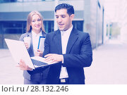 Купить «Couple professionals are examinating project on laptop», фото № 28132246, снято 20 августа 2017 г. (c) Яков Филимонов / Фотобанк Лори