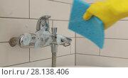 Купить «Female hand washes the mixer in the bathroom», видеоролик № 28138406, снято 6 марта 2018 г. (c) Ekaterina Demidova / Фотобанк Лори