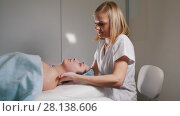 Купить «Professional cosmetic procedure for skin of face - mask facial massage at spa salon skincare», видеоролик № 28138606, снято 23 мая 2018 г. (c) Константин Шишкин / Фотобанк Лори