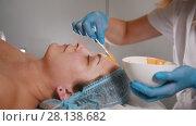 Купить «Woman doctor performes cosmetic procedure - mask facial massage at spa salon skincare», видеоролик № 28138682, снято 22 августа 2018 г. (c) Константин Шишкин / Фотобанк Лори