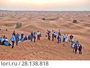Купить «Просмотр заката солнца в пустыне. ОАЭ», фото № 28138818, снято 20 декабря 2014 г. (c) Сергей Афанасьев / Фотобанк Лори