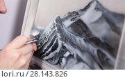 Купить «Нанесение краски при помощи аэрографа, крупный план», видеоролик № 28143826, снято 4 марта 2018 г. (c) Кекяляйнен Андрей / Фотобанк Лори