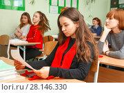 Купить «Школьная жизнь», эксклюзивное фото № 28146330, снято 28 февраля 2018 г. (c) Иван Карпов / Фотобанк Лори