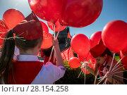 Купить «Участники первомайского шествия в День международной солидарности трудящихся по центральной улице в городе Севастополе, Республика Крым», фото № 28154258, снято 1 мая 2017 г. (c) Николай Винокуров / Фотобанк Лори