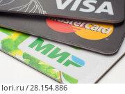 Купить «Пластиковые карточки платежных систем VISA, MasterCard, МИР, крупным планом», фото № 28154886, снято 12 марта 2018 г. (c) Алексей Букреев / Фотобанк Лори