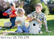 Купить «Brothers making wooden birdhouse by hands. Kid teenager teaches his younger brother.», фото № 28155270, снято 21 марта 2018 г. (c) Оксана Кузьмина / Фотобанк Лори
