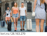 Купить «Friendly man and woman in shorts with luggage», фото № 28163270, снято 22 июня 2017 г. (c) Яков Филимонов / Фотобанк Лори