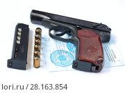 Купить «Травматический пистолет, патроны и разрешение на хранение и ношение оружия», фото № 28163854, снято 10 марта 2018 г. (c) Роман Рожков / Фотобанк Лори