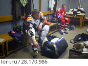 Купить «MOSCOW - SEP 5, 2016: Nonpro hockey players after game in ice palace in Novokosino», фото № 28170986, снято 5 сентября 2016 г. (c) Losevsky Pavel / Фотобанк Лори