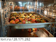 Купить «Tomatoes, eggplant and zucchini on skewers fried on pan in heat oven», фото № 28171282, снято 7 июля 2016 г. (c) Losevsky Pavel / Фотобанк Лори