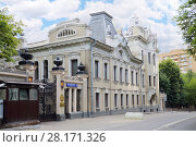 Old beautiful embassy of India building in Moscow, Russia at summer (2016 год). Стоковое фото, фотограф Losevsky Pavel / Фотобанк Лори