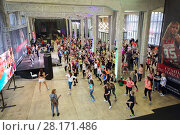 Купить «MOSCOW - APR 16, 2016: Crowd dance on fitness workout in DI Telegraph. Everyone will be able to exercise free of charge at Reebok sites in Moscow park», фото № 28171486, снято 16 апреля 2016 г. (c) Losevsky Pavel / Фотобанк Лори