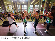 Купить «MOSCOW - APR 16, 2016: Intructors on stage on fitness workout in DI Telegraph. Everyone will be able to exercise free of charge at Reebok sites in Moscow park», фото № 28171498, снято 16 апреля 2016 г. (c) Losevsky Pavel / Фотобанк Лори