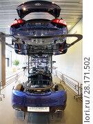Купить «MOSCOW - APR 16, 2016: Car dividing on parts in Hyundai Motorstudio. Hyundai invited owners Hyundai Solaris to MotorStudio celebrate record sales», фото № 28171502, снято 16 апреля 2016 г. (c) Losevsky Pavel / Фотобанк Лори