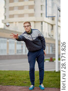 Купить «Young man petanque player throws ball», фото № 28171826, снято 24 сентября 2016 г. (c) Losevsky Pavel / Фотобанк Лори