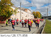 Купить «MOSCOW - SEP 25, 2016: Participants of Promsvyazbank Moscow marathon amateurs and professionals, athletes from Russia and other countries again ran 42.2 km on central streets and quays of Moscow», фото № 28171858, снято 25 сентября 2016 г. (c) Losevsky Pavel / Фотобанк Лори