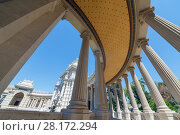 Купить «MARSEILLE, FRANCE - AUG 1, 2016: semicircular colonnade leading to palace Longchamp», фото № 28172294, снято 1 августа 2016 г. (c) Losevsky Pavel / Фотобанк Лори