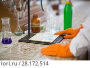 Купить «Glass bottle with water for experiment at laboratory», фото № 28172514, снято 12 сентября 2015 г. (c) Losevsky Pavel / Фотобанк Лори